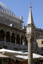 Colonna del Peronio in Piazza dei Frutti