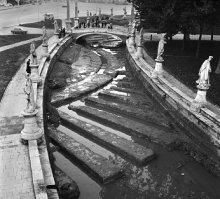 Prato della Valle: prosciugamento della canaletta e riemersione del teatro romano