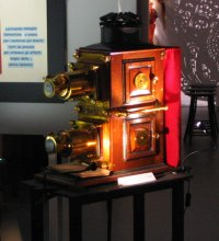 """Mostra """"Spettacoli di luce 1 - un percorso interattivo dalla camera oscura alla nascita del cinema"""""""