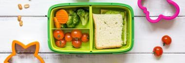 scuola infanzia mensa cestino cibo merenda 380 ant fotolia 126468894