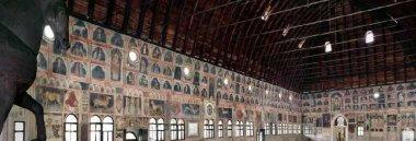 Padova interno Palazzo Ragione 380 ant turismo cavallo
